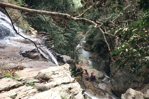 Tourist ignores signs, falls to his death at waterfall