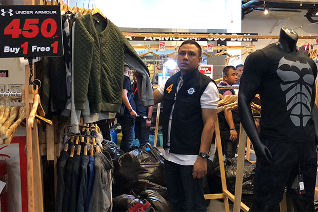Pirated brand-name clothing seized at Hat Yai mall