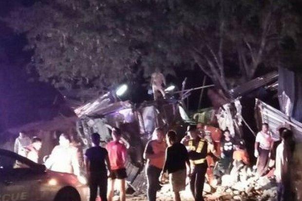 Double-decker bus overturns at speed,15 dead | Bangkok Post: news
