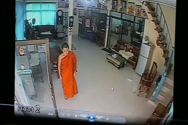Gotcha! Fake monk steals cash from temple