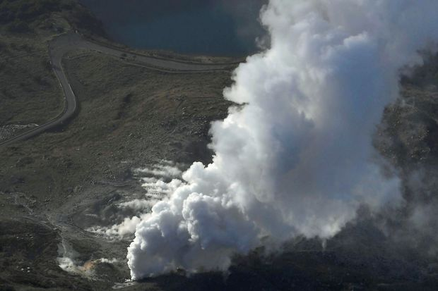 Japanese volcano erupts, no injuries