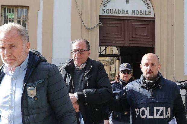 Italian police close in on Mafia fugitive after arresting family