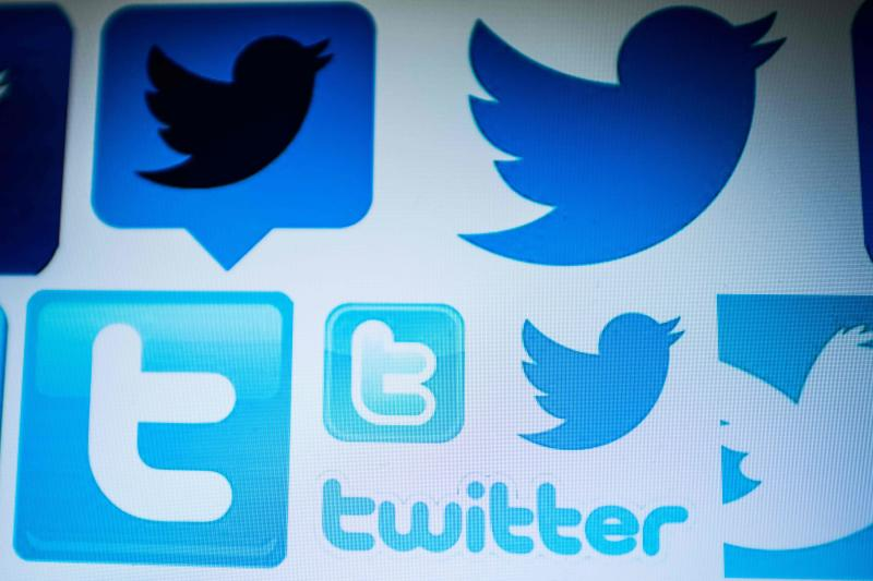 Twitter urges users to change 'unmasked' passwords