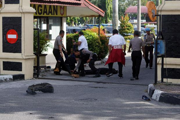 Indonesia police shoot dead three men after attack on Riau ...