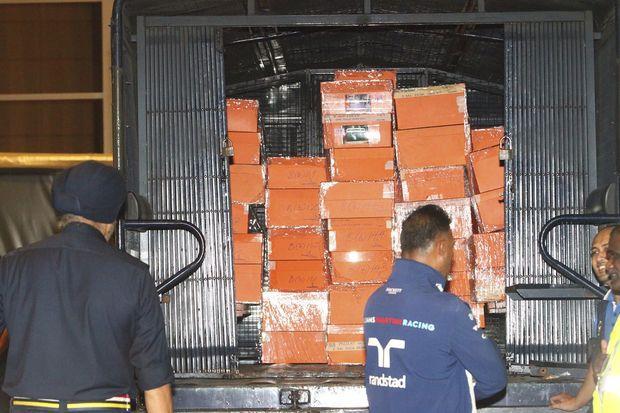 Luxury bags, cash, jewellery seized from Najib's houses   Bangkok Post: news