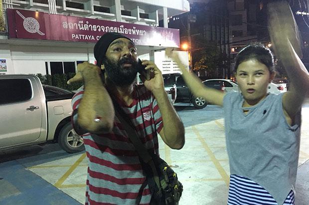 Gang expels tourists sitting on Pattaya beach   Bangkok Post: news