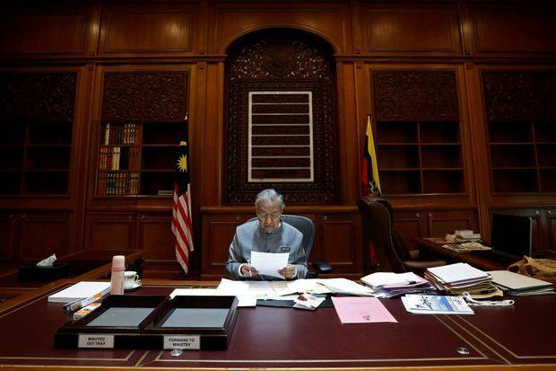 Malaysia may extend tax breaks for key foreign investors - Prime minister office postal address ...