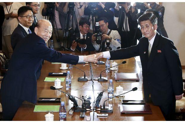 Two Koreas agree to family reunions