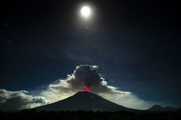 Bali airport closed as volcano gushes column of ash