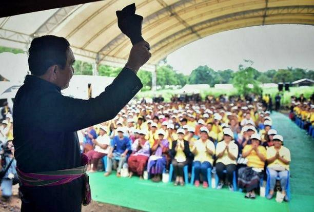 Prime Minister Prayut Chan-o-cha took the cabinet to Amnat Charoen province on Monday, where he spoke to a meeting of local residents. (Photo courtesy Government House)