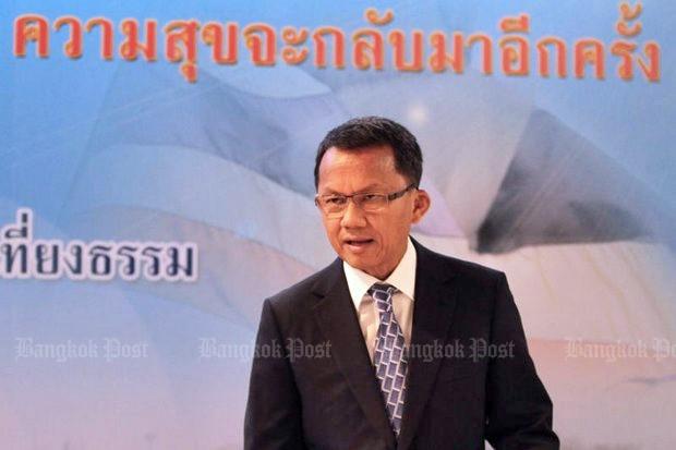 Somsak talks up Prayut for return as PM