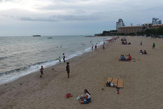 Restored end of Pattaya beach attracting holidaymakers