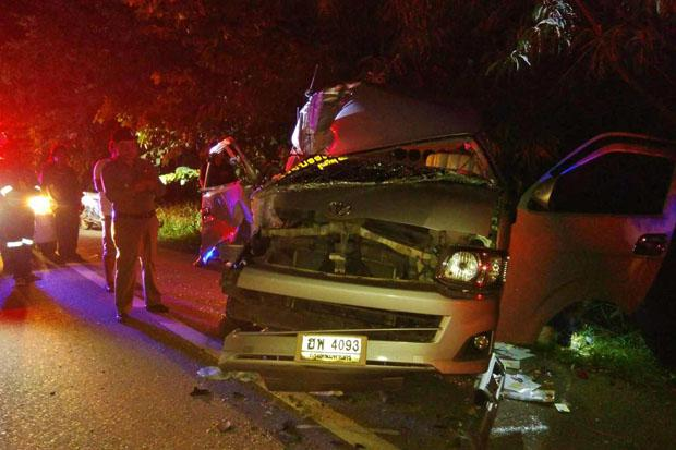 Van rear-ends truck, 13 hurt | Bangkok Post: news