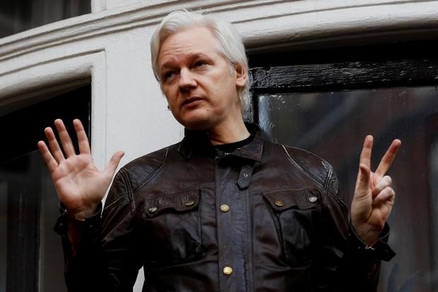 Assange 'may accept Washington invitation'
