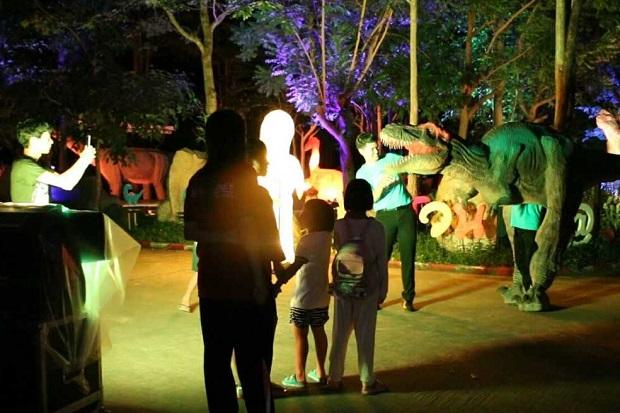 Night dinosaur show proving popular in Khon Kaen