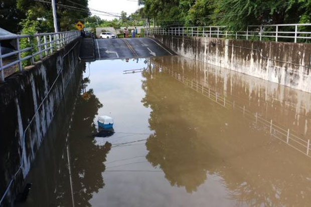 Woman driver drowns in flooded railway underpass
