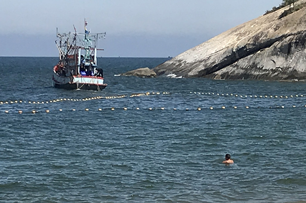 Hua Hin completes laying shark net off beach
