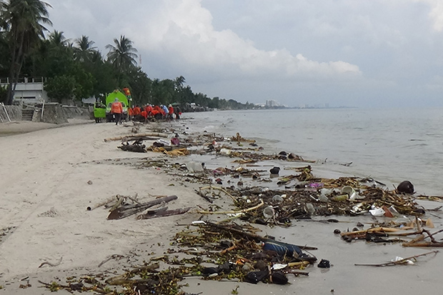 Winds blow trash ashore on Hua Hin beaches
