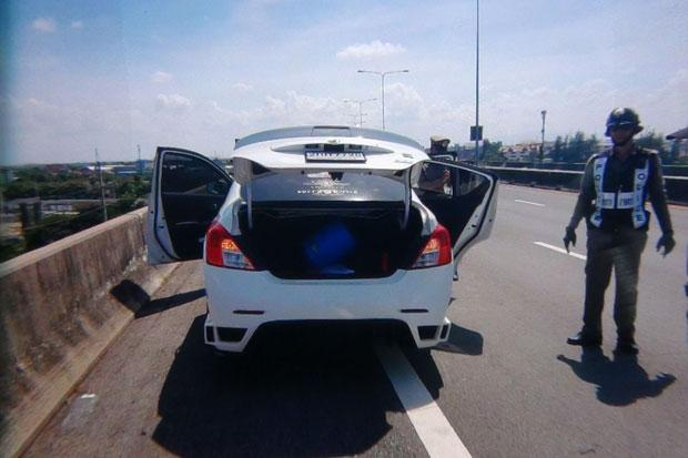 Police probe mystery of unconscious family found in car | Bangkok Post: news