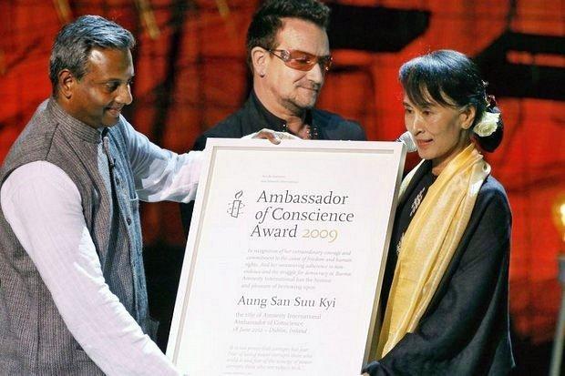 Amnesty takes back Aung San Suu Kyi award
