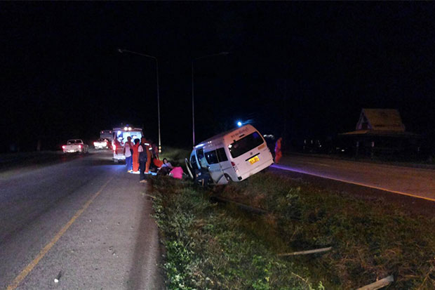 Eight people hurt after van's tyre bursts