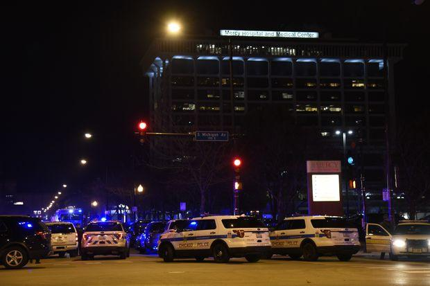 4 killed, including gunman and police officer, in shooting at Chicago hospital