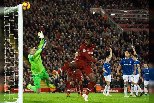 Jamie Carragher reacts to Liverpool FC's dramatic 1-0 win over Everton