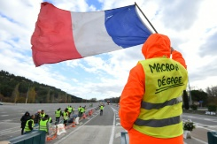 Macron to meet unions, address nation seeking to end 'yellow vest' crisis   Bangkok Post: news