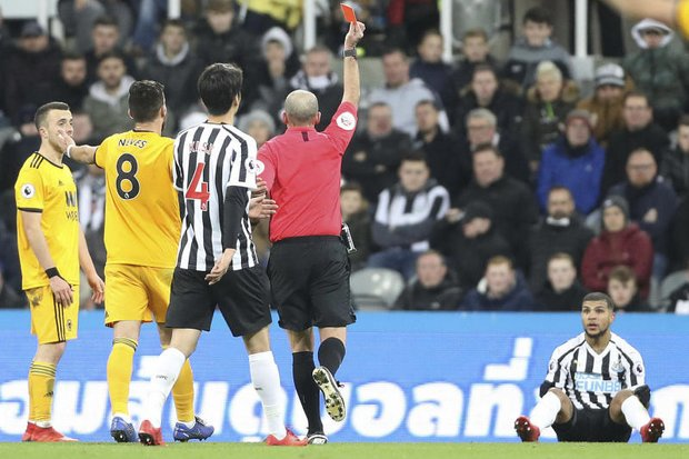 EPL: Wolves beat 10-man Newcastle