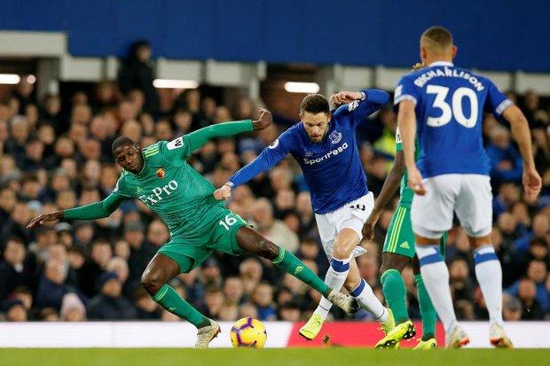 Last-gasp free kick earns Everton 2-2 draw