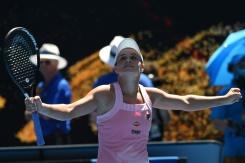 Barty muscles past Sharapova to set up Kvitova quarter-final | Bangkok Post: news