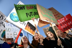Thousands of UK kids skip school for climate protests | Bangkok Post: news