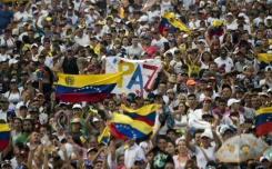 Thousands flock to Venezuela aid concert on barricaded border | Bangkok Post: news