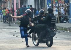 Venezuela troops fire tear gas on demo at Colombia border | Bangkok Post: news