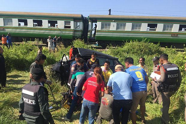 Mother, daughter killed in train-car crash   Bangkok Post: news