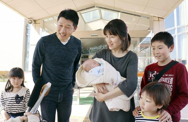Smallest baby finally goes home | Bangkok Post: news