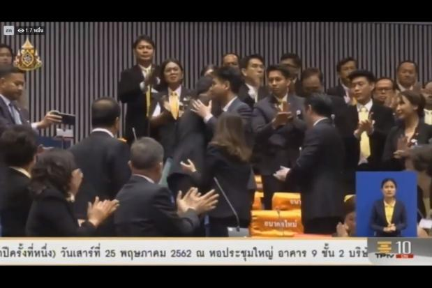 Thanathorn officially ceases duty after being sworn in