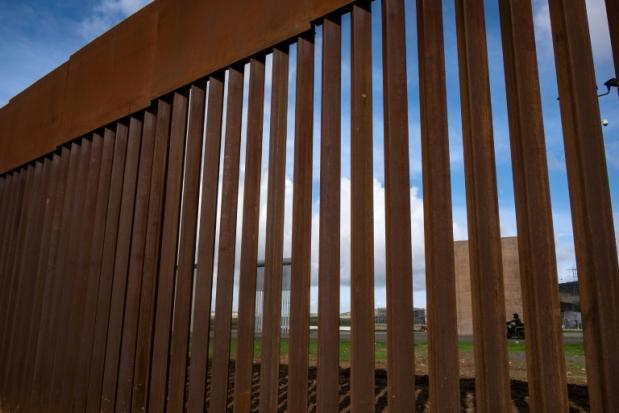 US judge deals blow to Trump's border wall plans | Bangkok Post: news