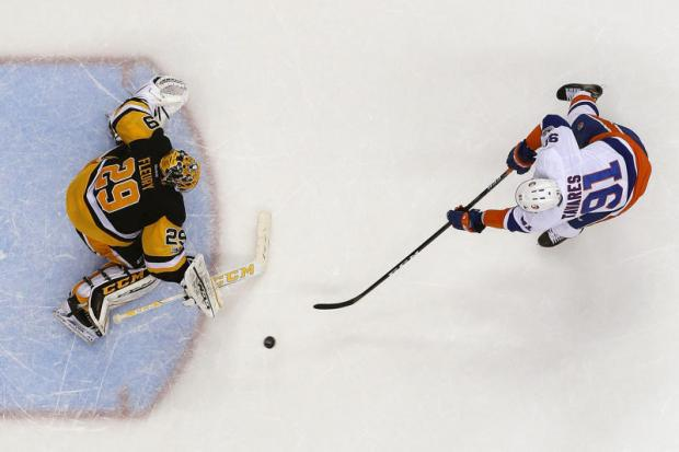 Islanders edge Penguins to tie for wild card