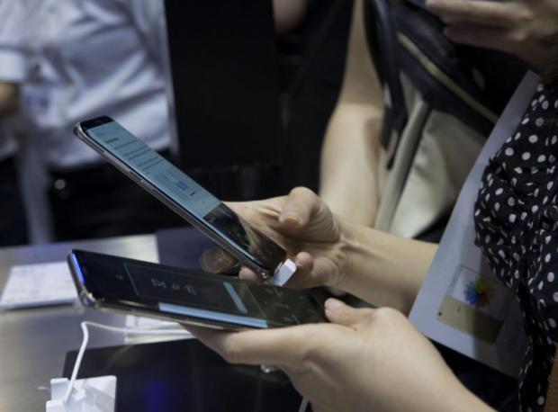 Smartphone sales lure buyers