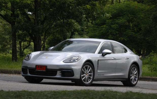 porsche panamera 4s 2017 review bangkok post auto. Black Bedroom Furniture Sets. Home Design Ideas