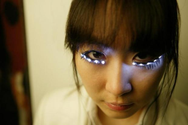 Clubbers can buy 'flashing lashes' despite health risk