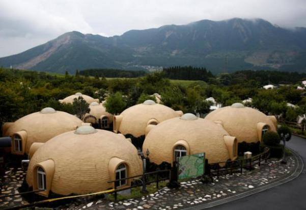 Quake proof dome houses prove popular in japan bangkok for Japan dome house price