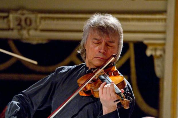 The violinist whose bow is a sabre