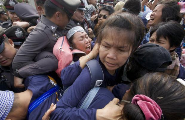 Scuffles as police stifle civic march