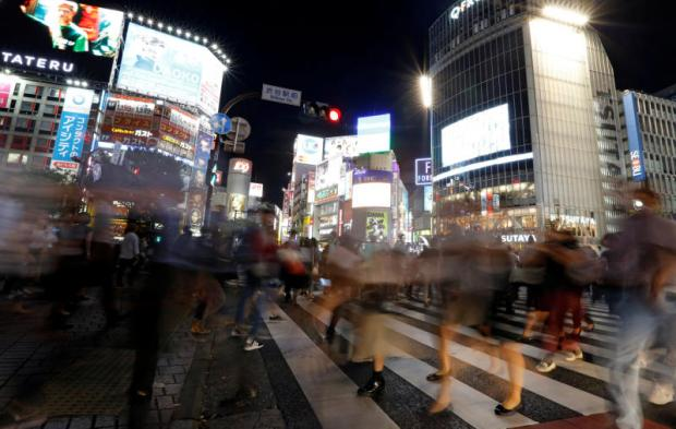 Night tours draw tourists to Tokyo's buzzing district