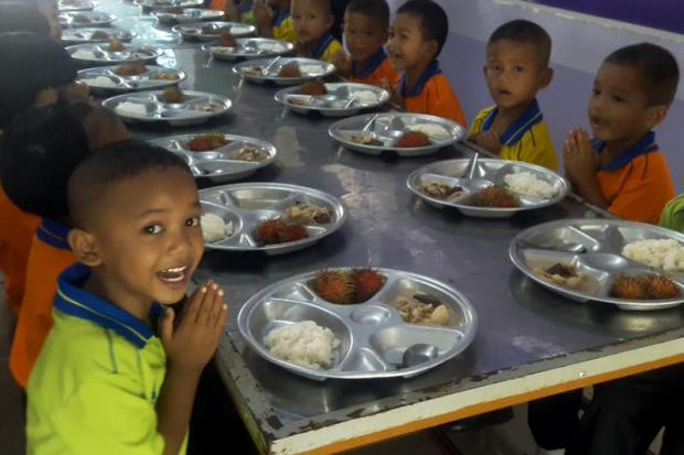 Grow-it-yourself school leads the way on lunches