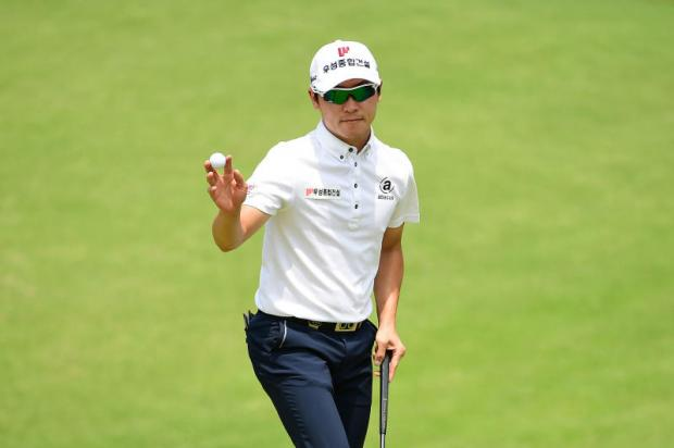 Choi Min-Chel powers to 64, tops Korea Open leaderboard; Prom in tie for 12th