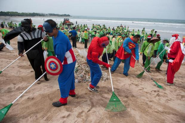 Trash heroes and scavenger apps help Bali clean up