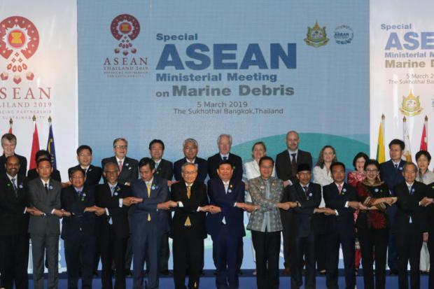 Thais plan to cut sea debris by 50%